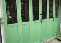 花屋さんの店舗正面の扉の塗り替え工事